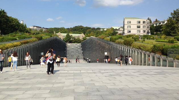 MAYOR PARKER SPEAKS AT SOUTH KOREA'S EWHA WOMEN'S UNIVERSITY