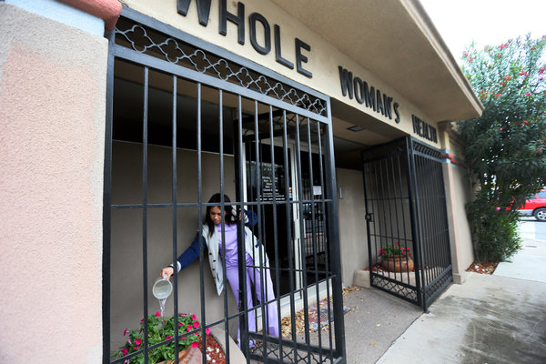 Abortion Law Pushes Texas Clinics to Close Doors