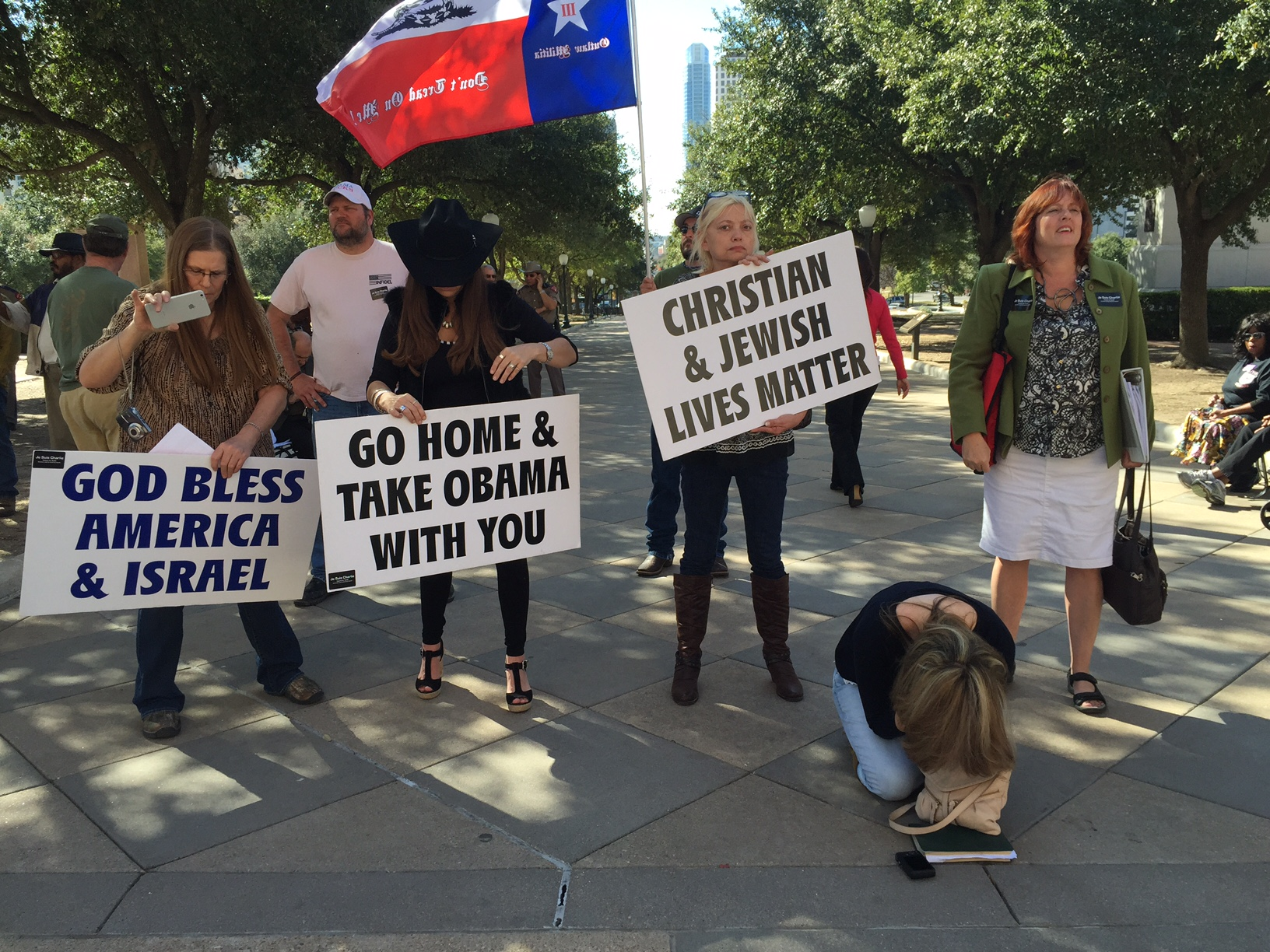 Dallas Morning News Op-Ed: Ugly anti-Muslim taunts by Texas lawmaker, protesters are embarrassments to Texans