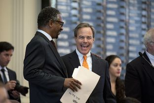 Straus Files for Another Term as Speaker