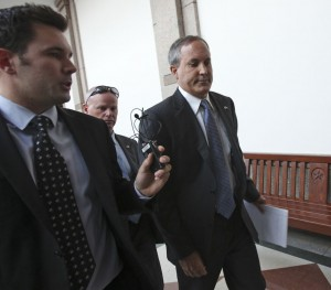 """Paxton's role in Hunt family probate case called """"ill-defined"""" and """"unorthodox"""""""