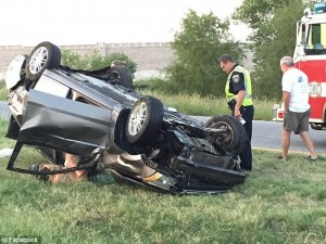 Conman STEALS from woman's overturned car while she's trapped inside after claiming he was there to save her